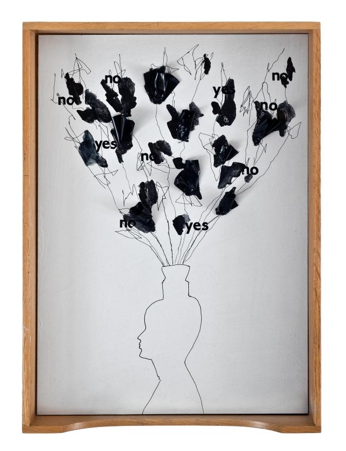 Verk från utställningen SPÅR & SPRICKA Gunilla Samberg SPÅR & SPRICKA Museum Anna Nordlander 1.2 - 1.4 2012 Utställningen Spår och Spricka är en vidareutveckling av det tema kring människans existens och villkor som Gunilla Samberg arbetat med sedan 2005. Utställningen består av installationer, objekt och fotografier som alla samverkar och skapar nya perspektiv av människans roll som en del av ett kollektiv och av individens villkor att leva sitt eget liv.